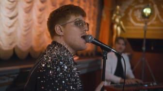 """SYLVE och Suicide Zero tillägnar musikvideon """"Tänd ett ljus"""" till de nära 1 600 människor som tar sina liv varje år"""