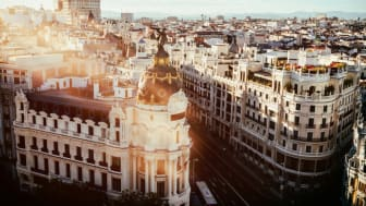 Kvällsvy över Gran Vía i Madrid. Foto: Shutterstock.