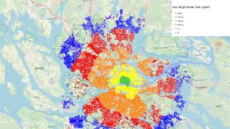 Hur långt hinner man cykla? Grön punkt visar på mindre än 5 minuter, gul punkt 15 minuter, orange punkt 30 minuter, röd punkt 45 minuter och blå punkt 1 timme. Bakgrundsbild: open street map.