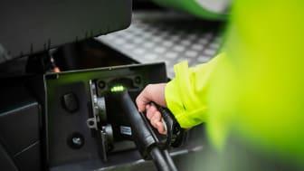 Laddning av lastbil Volvo FE Electric (pressbild Volvo)