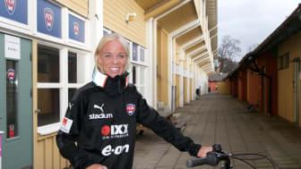 FC Rosengårds Caroline Seger cyklar med Hövding.