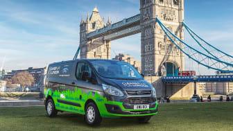 London új Ford plug-in hibrid áruszállítókat próbál ki, hogy tisztább legyen a város levegője; ez újabb lépés abba az irányba, hogy a Ford vezető szereplő legyen az elektromos hajtás terén