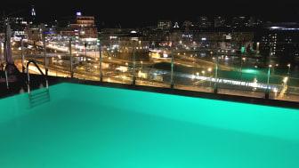 Årets superpris i Clarion Hotel Sign's äggjakt är ett eget Night Swim på Selma City Spa!