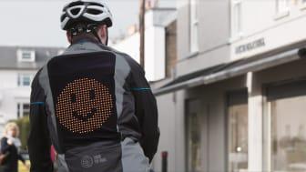 A Ford által fejlesztett emoji dzseki segíti a biciklisták közlekedését