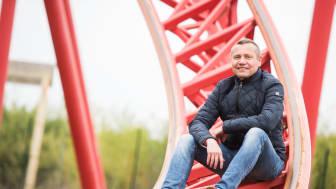 BELANTIS-Geschäftsführer Erwin Linnenbach an der Mega-Achterbahn HURACAN (©Christian Modla / BELANTIS)