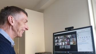Professor Frank Dignum i videomöte med sitt forskarteam. Foto: Virginia Dignum