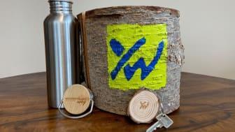 Wander-Trinkflasche und Holzschlüsselanhänger als neue Shop-Artikel erhältlich