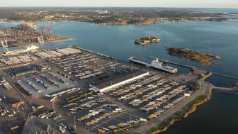 Göteborgs hamns roroterminal med inneliggande DFDS-fartyg vid den nu elanslutna kajplats 712. Bild: Göteborgs Hamn AB.