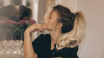 Modebloggaren Molly Rustas med Rapunzel of Swedens nya löshår - Easy Clip-in.