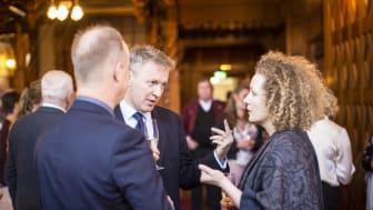 Stiftelsen Tjolöholms ordförande Hans Forsberg, ambassadör David Cairns och Maria Sidén, vd Tjolöholms Slott.