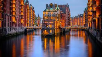 Tyskland scorer point for sine mange second cities. Her er det Hamborg, der især er kendt for sin imponerende havn, mange broer, museer og gallerier.