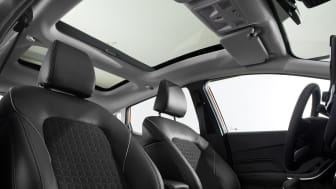 FORD_FIESTA_TITANIUM_FRONT_SEAT_ROW_PANORAMIC_ROOF_2