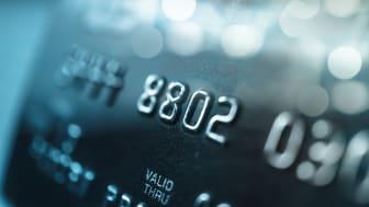Finansinstitusjoner i Europa taper over 5 milliarder euro hvert år i forbindelse med innrulering av kunder