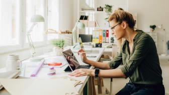 """Vistaprint erbjuder all heltidsanställd personal som arbetar på distans att få halva fredagarna lediga i juli och augusti genom ett """"Recharge Days""""-program."""