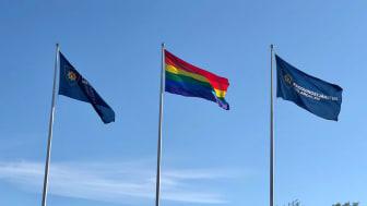 Räddningstjänsten Mälardalen hissar upp Prideflaggor!