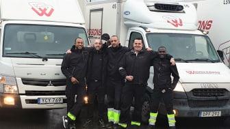 Nyföretagaren Iskander Hamdi omringad av sina anställda på IH Transport. Från vänster: Prince Osagie Aimuamosa, Tornike Shatirishvili , Iskander Hamdi, Foudhil Irid och Wasswa Twaha Ssass.