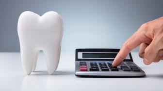 Munhälsan gräver hål i såväl tänder som plånbok.