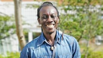 Lassana Ouattara är anställd i Eslövs kommun för att ta reda på hur eleverna kan förbättra sig i matte.