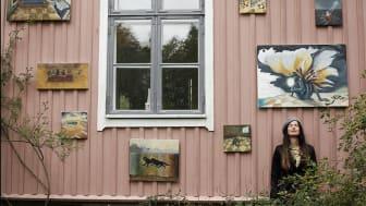 28 september har Rosa Villan öppet sin trädgård med Konst uppåt väggarna där Kungsbackas yngre konstnärer visar upp sig.
