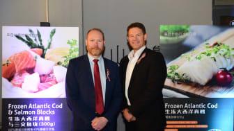 Fiskeriutsending Sigmund Bjørgo og Frode Mikkelsen (Head og VAP sales i Lerøy,) under lanseringen i Kina.