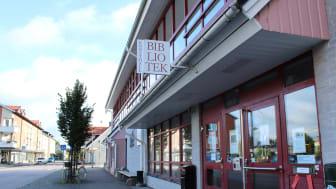 Osby bibliotek bjuder på salta pinnar och cider då satsningen meröppet invigs.