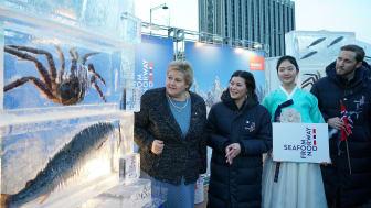 Erna Solberg besøkte den norske standen på KTLivesite i Seoul torsdag