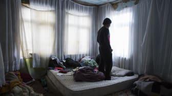 Afghansk flykting i Istanbul, Turkiet. Minst 20.000 afghaner lever i utanförskap i turkiska städer. De blir ofta lurade till Turkiet av smugglare med löften om jobb, bra lön och att det är en bra utgångspunkt för vidare resor till Europa.