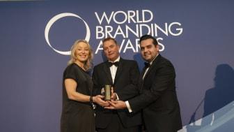 Åshild Indresøvde, nordisk brand-direktør i Elgiganten modtager World Branding Award i Kensington Palace i London torsdag aften.