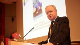 Professor Gerry O'Donoghue utförde första cochleaimplantat-operationen i Storbritannien