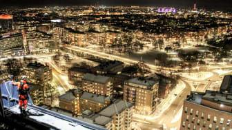 Klättring i neon med Stockholm under fötterna