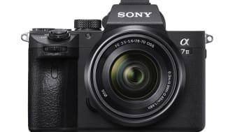 Sony разширява своята линия пълноформатни безогледални фотоапарати с новия a7 III, събиращ най-новите технологии за цифрови изображения в компактен корпус