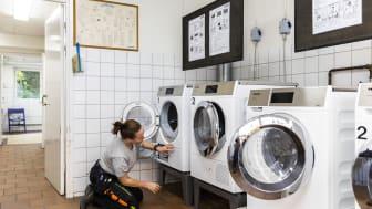 80 procent av mikroplasterna i SKBs tvättstugor kommer att filtreras bort, samtidigt som vattenförbrukningen sänks med upp till 50 procent. Foto: Karin Alfredsson
