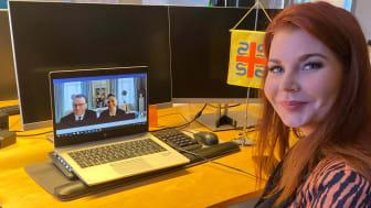 Louise i digitalt möte med Kronprinsessparet.
