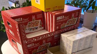 100 byggsatser med pepparkakshus delas ut till pysselsugna familjer i Fittja