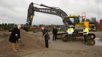 Kommunalråden i Nora kommun;  Tom Rymoen (M) och Solveig Oscarsson (S) tar de första spadtagen för nytt reningsverk den 16 november. Det kommer att betjäna Nora tätort, Ås, Gyttorp, LejLejonbacken, Alntorp m fl.