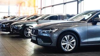 Att sälja bilen själv kan bli riktigt lönsamt jämfört med att byta in den hos en bilhandlare.