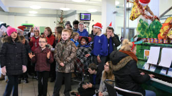 Children sang carols and made decorations for a Christmas tree at Horsham station - MORE IMAGES AVAILABLE TO DOWNLOAD BELOW