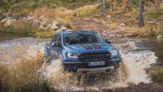 Den nye Ranger Raptor Special Edition klarer nemt turen gennem vandet.