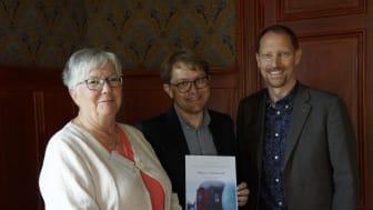 Caisa Abrahamsson, styrelseordförande Inlandsbanan AB, Marco Andersson, marknadschef Snälltåget och årets Inlandsbaneambassadör, samt Peter Ekholm, vd Inlandsbanan AB.
