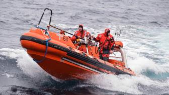 """""""Det er helt essentielt for ESVAGT, at vi fastholder vores forspring i at sejle Fast Rescue Boats (FRB). Det vil et team af nyudnævnte FRB-assessorer bidrage stærkt til"""", siger Steffen Rudbech Nielsen, Head of Ship Management Operation"""