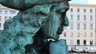 Jonas Alströmer ska bli snygg och säker; med start i maj restaureras statyn.
