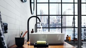 Kollektionen AXOR One består af elegante arketyper til håndvask, badekar og bruser, der præges af et holistisk designsprog med slanke silhuetter, glatte overflader, bløde rundinger og afbalancerede proportioner.