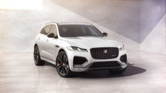 Jag_F-PACE_22MY_02_R-Dynamic_Black_Exterior_Front_3-4_110821