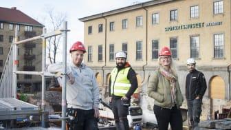 Susanne Brattelius, HR-ansvarig på Flodéns, tillsammans med kollegor vid ombyggnadsarbetet vid Sjöfartsmuseet.