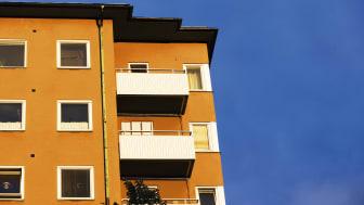 Både villa- och bostadsrättspriser sjönk med en procent på riksnivå under januari.
