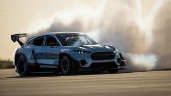 Modelová řada Fordu na Festivalu rychlosti v Goodwoodu dokazuje, že elektrifikovaný pohon a požitek z jízdy se vzájemně nevylučují