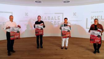 Die Verantwortlichen stellen Kiel Schillert vor, v.l.: Roland Schneider, Theater Kiel,  Rainer Pasternak, Kulturreferent LH Kiel, Renate Treutel, Bürgermeisterin LH Kiel und Alisa Goetzke, Projektleiterin Kiel-Marketing