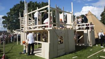 Plankehyttebygging på Verdens Kuleste Dag.