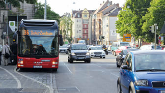 20. Juni  - Tag der Verkehrssicherheit: Richtiges Verhalten an Bushaltestellen