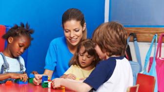 Föräldrar; heltidsanvändning av CI/hörapparater från start för ditt barns framtid